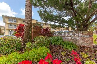 Daytona Beach Condo/Townhouse For Sale: 715 S Beach Street #107D