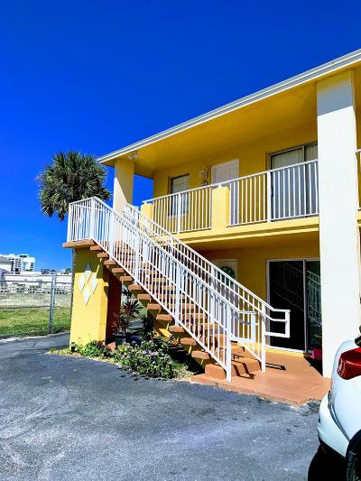 Daytona Beach Condo/Townhouse For Sale: 439 Auburn Drive #202