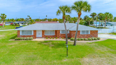 Volusia County Single Family Home For Sale: 105 Fairway Drive