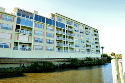 Daytona Beach Condo/Townhouse For Sale: 561 Marina Point Drive #5610