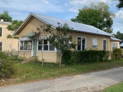 New Smyrna Beach Single Family Home For Sale: 204 Andrews Street
