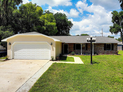 Edgewater Single Family Home For Sale: 1722 Pine Tree Drive