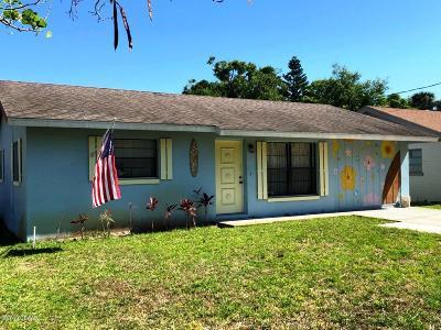 Edgewater Single Family Home For Sale: 118 E Knapp Avenue