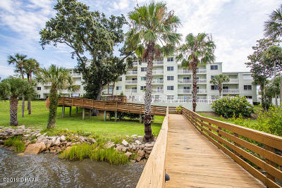 Daytona Beach Condo/Townhouse For Sale: 711 N Halifax Avenue #103