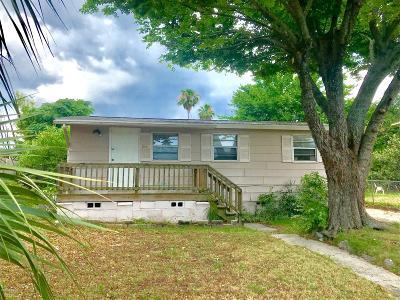 Daytona Beach Single Family Home For Sale: 844 Pinewood Street