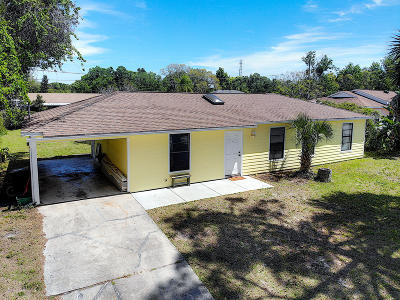 Edgewater Single Family Home For Sale: 2525 Fern Palm Drive