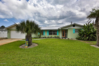 Single Family Home For Sale: 8 Surfside Drive