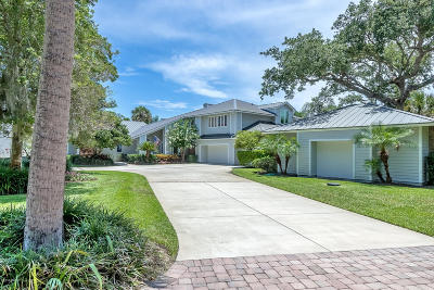 Volusia County Single Family Home For Sale: 687 N Beach Street