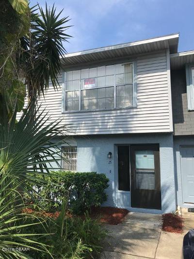 Daytona Beach Condo/Townhouse For Sale: 175 Yorktowne Drive #21