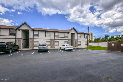South Daytona Condo/Townhouse For Sale: 402 Banana Cay Drive #L