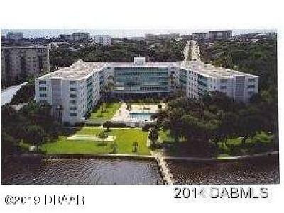 Daytona Beach Condo/Townhouse For Sale: 1224 S Peninsula Drive #620