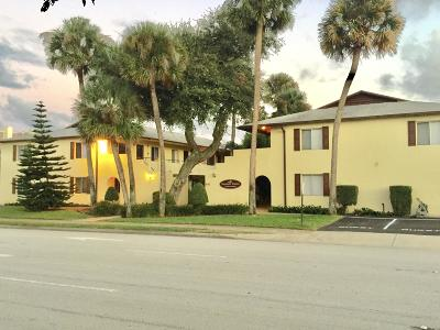 Daytona Beach Condo/Townhouse For Sale: 400 Oakridge Boulevard #40
