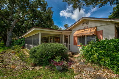 Edgewater Single Family Home For Sale: 418 N Riverside Drive