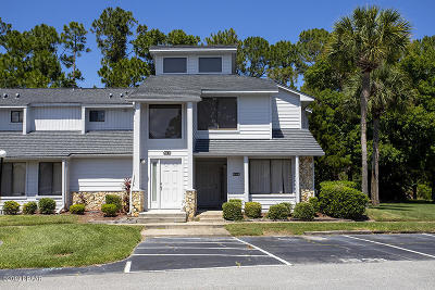 Daytona Beach Condo/Townhouse For Sale: 153 Blue Heron Drive #D