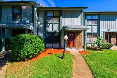 Ormond Beach Condo/Townhouse For Sale: 32 Arbor Lake Park