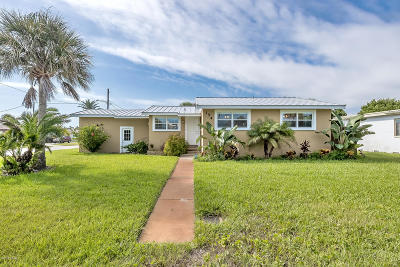 Volusia County Single Family Home For Sale: 154 Rockefeller Drive
