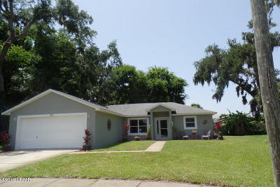 South Daytona Single Family Home For Sale: 620 Aubrey Lane