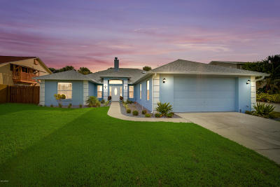 New Smyrna Beach Single Family Home For Sale: 4635 S Atlantic Avenue