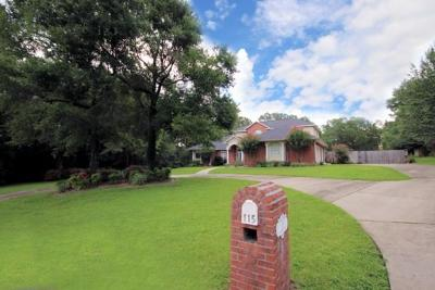 Crestview Single Family Home For Sale: 115 Old South Drive
