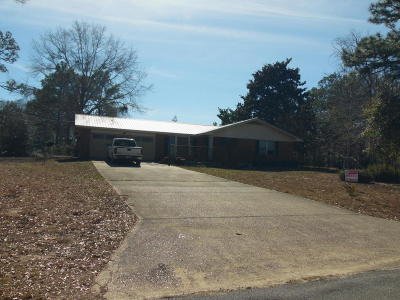 Defuniak Springs Single Family Home For Sale: 842 Pinewood Drive