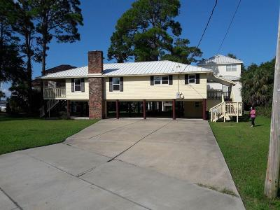 Single Family Home For Sale: 44 SE Bay Drive