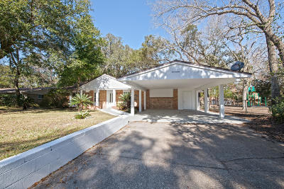 Single Family Home For Sale: 17 NW Mimosa Street