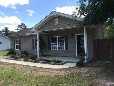 Defuniak Springs Single Family Home For Sale: 208 Cypress Avenue