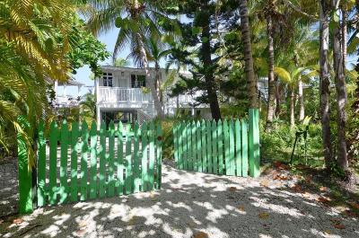 Monroe County Single Family Home For Sale: 78 Bay Drive
