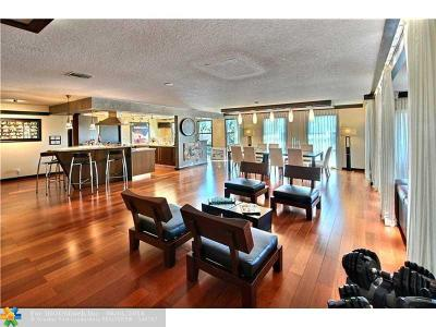 Condo/Townhouse Sold: 76 Isle Of Venice Dr #G