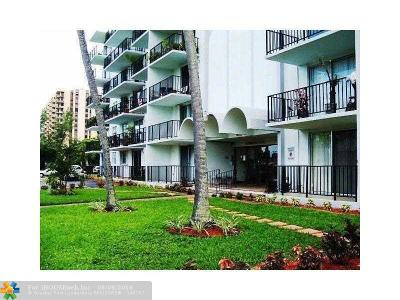 North Miami Condo/Townhouse For Sale: 12500 NE 15 Av #205