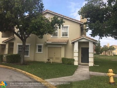 North Lauderdale Condo/Townhouse For Sale: 2305 Belmont Ln #2305