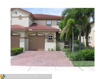Cooper City Condo/Townhouse For Sale: 9733 Darlington Pl #9733