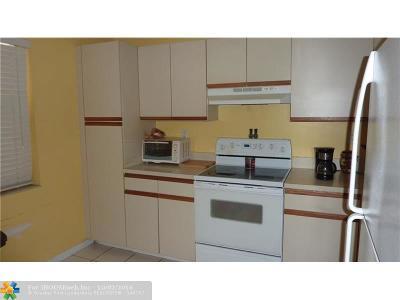 Coconut Creek Condo/Townhouse For Sale: 3219 Carambola Cir #23110