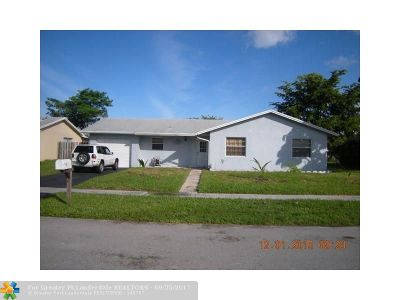 Lauderhill Single Family Home For Sale: 8551 NW 45th St