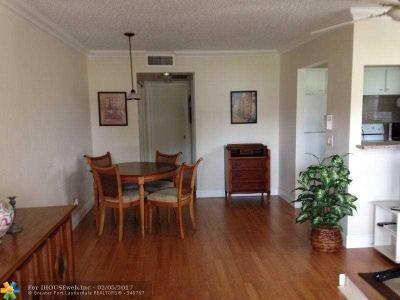 Deerfield Beach Condo/Townhouse For Sale: 228 Durham E #228