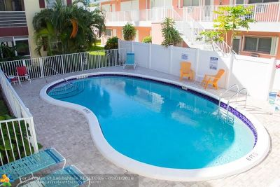 Broward County , Palm Beach County Condo/Townhouse For Sale: 3216 SE 8th St #201