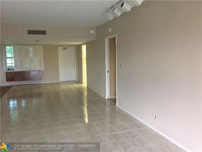 Broward County Condo/Townhouse For Sale: 3980 Oaks Clubhouse Dr #111