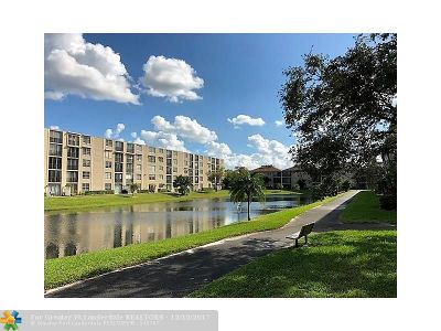 Lauderhill Condo/Townhouse For Sale: 7770 NW 50th Street #210