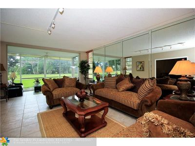 Pompano Beach Condo/Townhouse For Sale: 3930 Oaks Clubhouse Dr #104