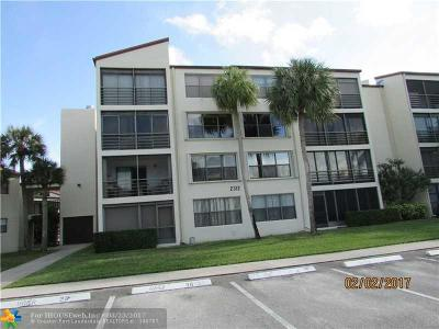 Pompano Beach Condo/Townhouse For Sale: 2312 S Cypress Bend Dr #108