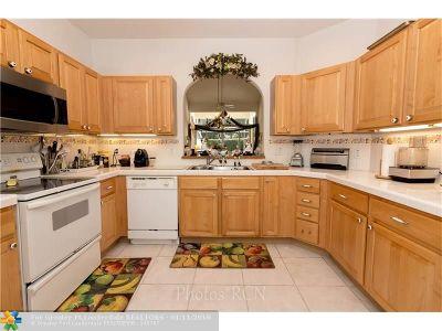 Pompano Beach Condo/Townhouse For Sale: 445 W Palm Aire Dr #445