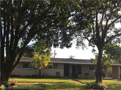Plantation Single Family Home For Sale: 1025 W Country Club Cir