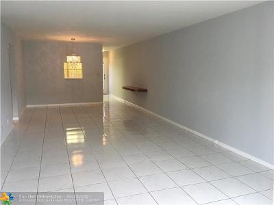 Coconut Creek Condo/Townhouse For Sale: 2305 Lucaya #D3