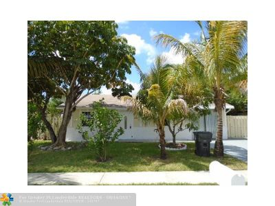 North Lauderdale Single Family Home For Sale: 8240 SW 7th St