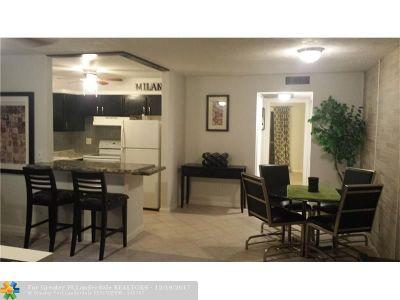 West Palm Beach Condo/Townhouse For Sale: 332 Chatham #Unit P