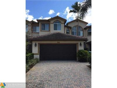Davie Condo/Townhouse For Sale: 812 W Village Cir #812