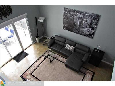 Condo/Townhouse For Sale: 2754 NE 8th Ave #2754