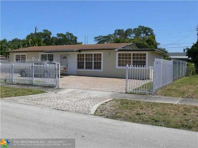 Miami Single Family Home For Sale: 760 NW 168th Dr