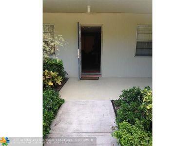Pompano Beach Condo/Townhouse For Sale: 907 Cypress Terrace #104