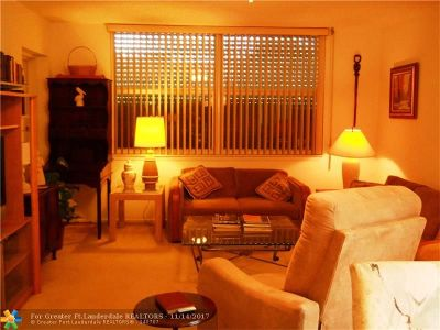 Margate Condo/Townhouse For Sale: 6600 Royal Palm Blvd #115